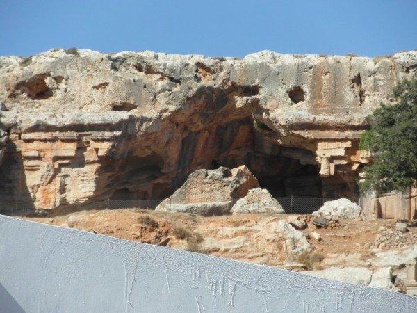 Antické vykopávky nedaleko od městečka Lindos