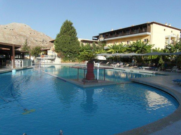 Krásný hotelový komplex, jakých najdete na Rhodosu stovky
