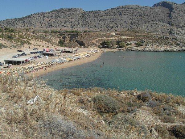 Pláž Golden Sand (zvaná také Agathi beach). Mělké moře a spousta zlatého písku.